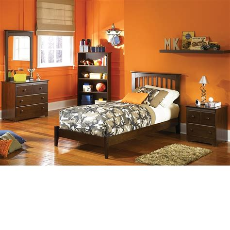walnut bedroom set dreamfurniture bedroom set antique walnut