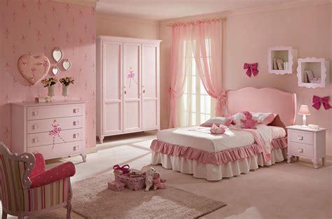 la chambre des lit fille avec t 234 te de lit en tissu