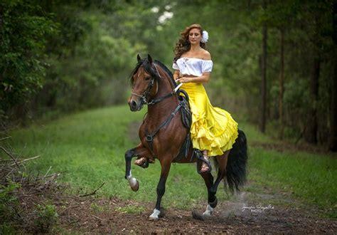 mujer con caballo amazona hotelroomsearch net