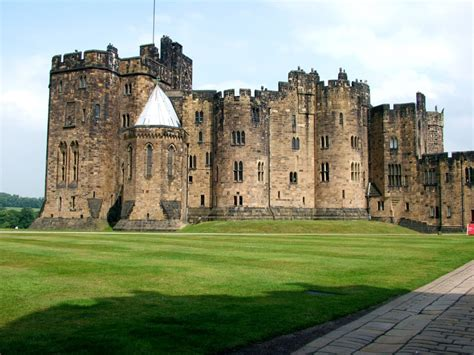 where was hogwarts filmed floor to ceiling books poison diaries trip alnwick castle