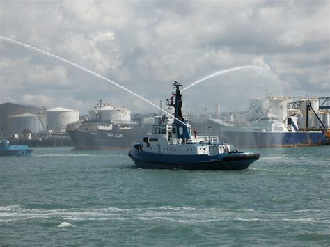tug boat auckland harbour auckland central photos featured images of auckland