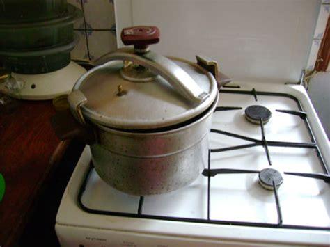 cuisiner à la cocotte minute demain l homme ex sos planete l autocuiseur l