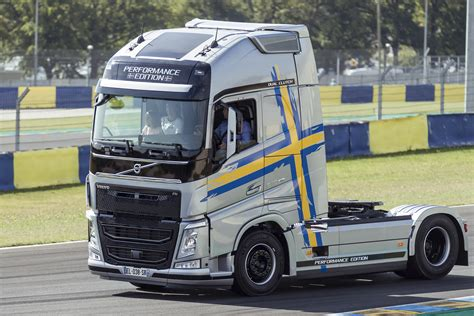 truck with volvo truck images hd volvo truck pictures free to