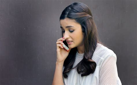Or The Phone Alia Bhatt Talking On Phone Hd Wallpapers New Hd Wallpapers
