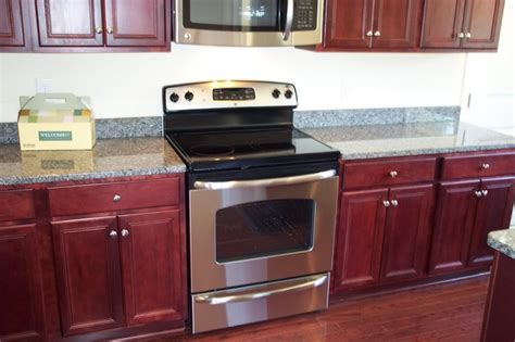 Granite Countertop Colors For Cherry Cabinets by Caledonia Granite Countertops With Cherry Cabinets Http