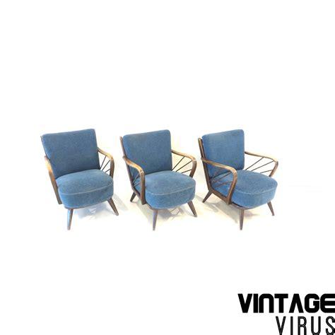 mooie blauwe fauteuil vintage cocktailstoel met mooie houten armleuningen