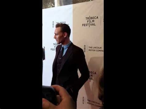 Dratch Trles Makes Us Laugh At Premiere by Tom Hiddleston At The Tribeca Festival Carpet Us