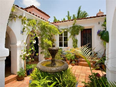 what is a courtyard mediterranean style homes spanish style homes with