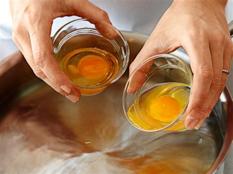 Cutthroat Kitchen The Yolks On You how to poach eggs for a crowd food network