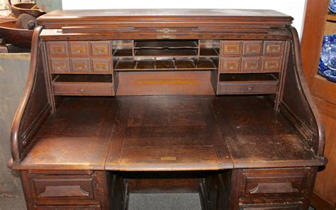 Roll Top Desk For Sale by Late 19th Century Gunn Furniture Co Roll Top Desk For Sale
