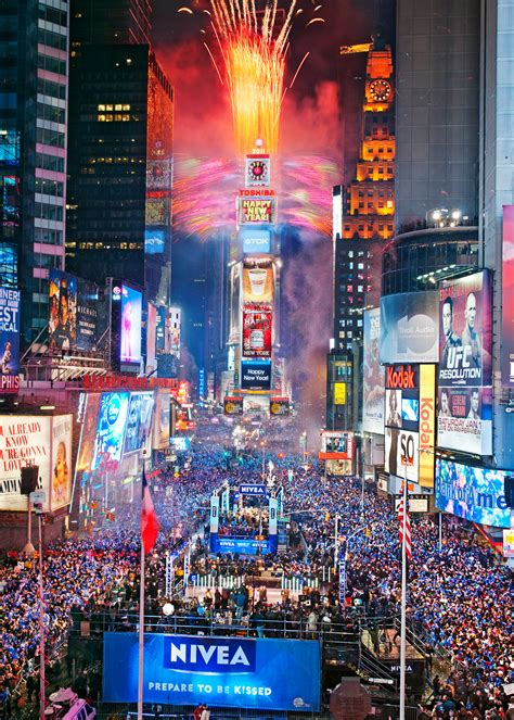 pyrofx entertainment  awarded pyrotechnic firework contract  times square  years