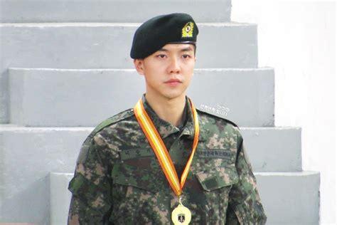 lee seung gi company lee seung gi caught having a sexy photo of seolhyun in his