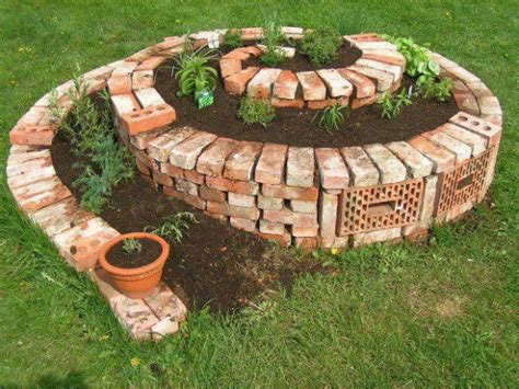 Spiral Planter by 101 Diy Projects How To Make Your Home Better Place For