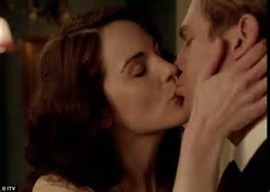 bedroom kissing downton abbey series 3 they did it lady mary and matthew