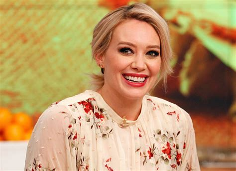 Hilary Duff Is A Techie by We Want To What Hilary Duff Is Doing With An Adorable