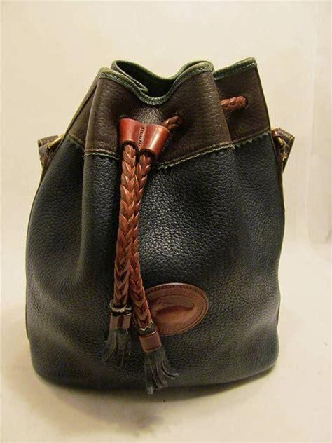 Tas Dooney Bourke Retro Drawstring Black 1 dooney bourke vintage navy blue brown leather teton drawstring bag