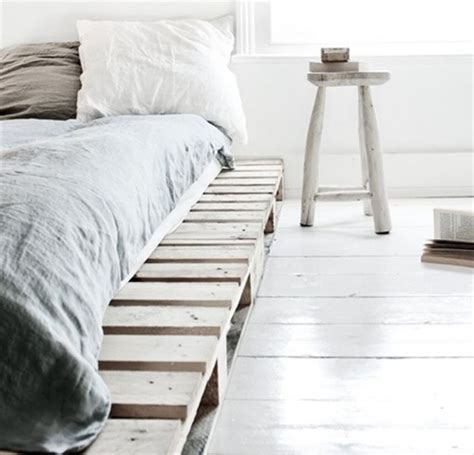 Shipping Pallet Bed Frame 19 Cool Pallet Projects Diy Ready