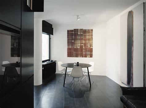 apartamento loft minimalista en blanco y negro decoraci 243 n departamento peque 241 o minimalista en blanco y negro