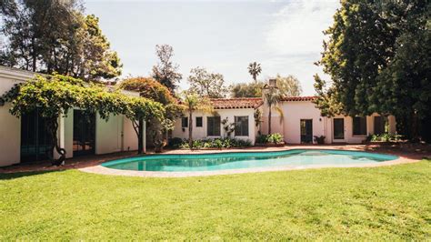 marilyn house brentwood marilyn s last house lists for 6 9 million