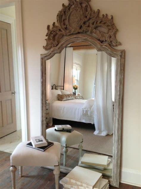 miroir pour chambre le miroir mural grande taille accessoire pratique et