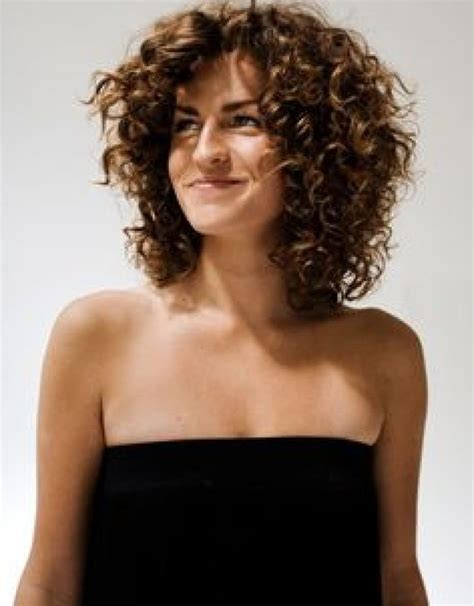 how to layer curly shoulder length hair african american best 25 layered curly hair ideas on pinterest curly