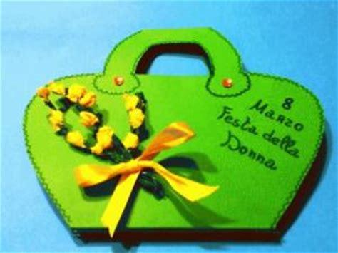 fiore simbolo della famiglia la mimosa il fiore simbolo della festa della donna