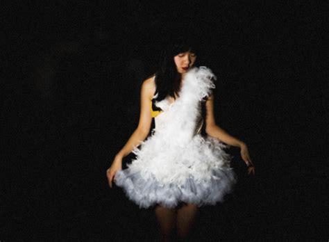bjork swan dress diy li diy swan dress bjork lookbook
