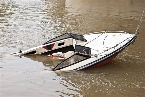 boat crash head on new york boat accident attorneys boating accidents