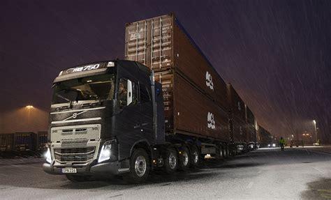 volvo fh   shift  crawler gears pulls  tonnes   standstill trucks uk haulier