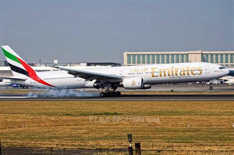 emirates planespotters emirates boeing 777 300 a6 emw bom plane spotters