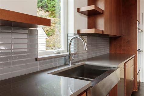 pros and cons of farmhouse sinks the pros cons of a farmhouse farmhouse sinks