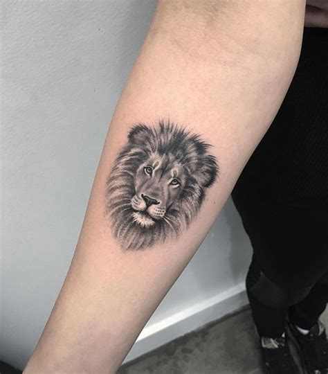 tattoo animal lion the 25 best lioness tattoo ideas on pinterest lion