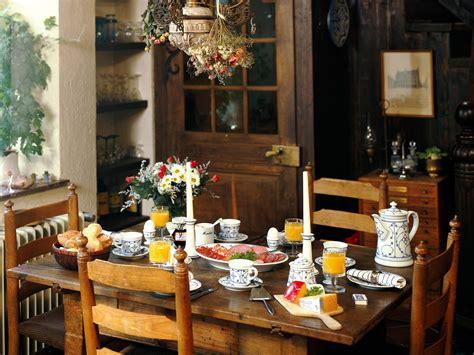 town and country style casco antiguo y cocina estilo cestre