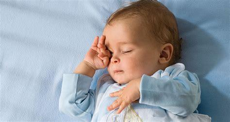 wann schlafen stillkinder durch hipp wie viel schlaf braucht mein baby