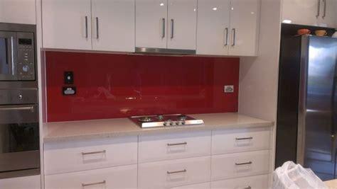 white kitchen with pink splashback scudz painted splashbackz