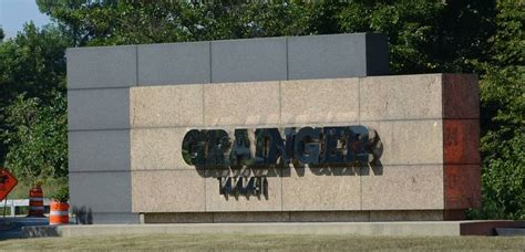 Grainger Corporate Office by Lake Forest Organizers Confident In Bmw