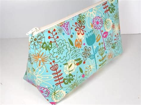 easy zippered pouch pattern 785 best bags to sew images on pinterest bags sewing