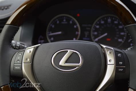 lexus steering wheel logo 2015 lexus es 350 review carsquare com