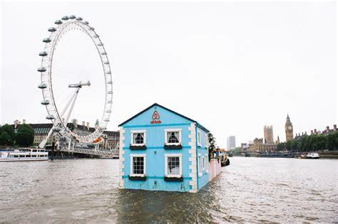 casa a londra una casa galleggiante sul tamigi da affittare per ammirare