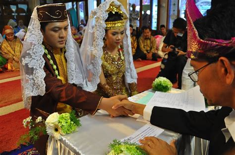 wedding indonesia wedding traditions and the meaning of date