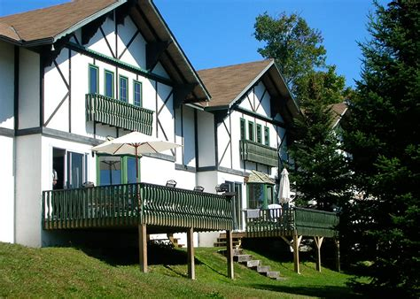 chalet a louer 4 chambres chalet 224 louer 2 chambres deluxe laurentides chalets