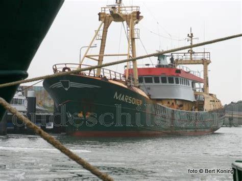 Uk 37 Vans Keren guardschip marsdiep en vrachtschip linsi met kerstdagen op