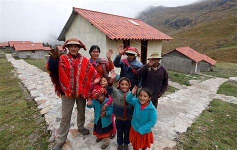 programa nacional de vivienda rural pnvr gobierno entrega viviendas sociales en comunidad cesina