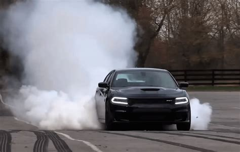 charger hellcat burnout dodge srt hellcat challenger and charger burnout video