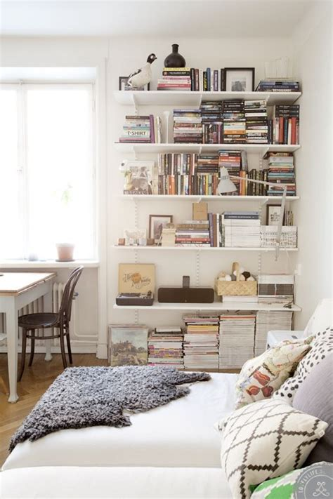Bedroom With Lots Of Shelves 1000 Ideas About White Shelves On Bedroom