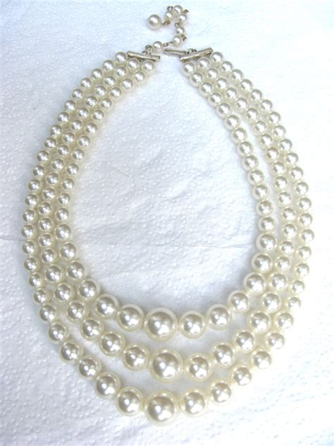 Three String Choker 1950 s faux pearl bead necklace 3 row string retro