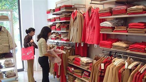 tienda de ropa interior vista interior de una tienda de ropa abc es