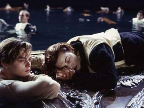 titanic film jack dies titanic debate did rose let jack die gulfnews com