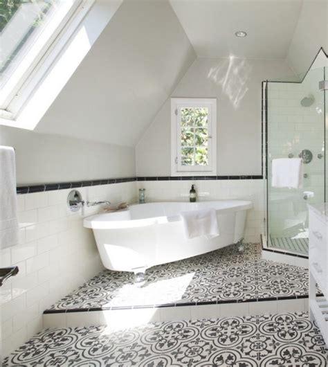 fliesen badezimmer ideen mediterran badewanne schwarz