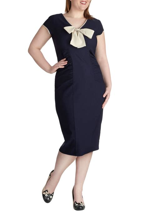 Navy To Discontinue Plus Size Line In Store by Stop Staring Sheath A Dress In Navy Plus Size